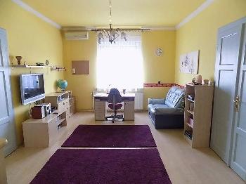 Apró Net/: Eladó a VI. kerületben a Podmaniczky utcában egy 119 m2-es tehermentes ingatlan.