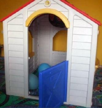 Apró Net/: Műanyag kisház gyerekeknek